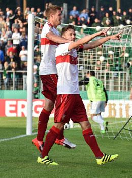 Jubelnde Schwaben: Christian Gentner (re.) freut sich �ber das 1:0.