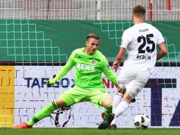 Erstes Profi-Pflichtspiel: Kölns Torhüter Sven Müller, hier gegen Preussens Robben.