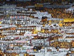 Klares Statement: Die Dynamo-Fans zeigen Flagge gegen den ungeliebten Nachbarn