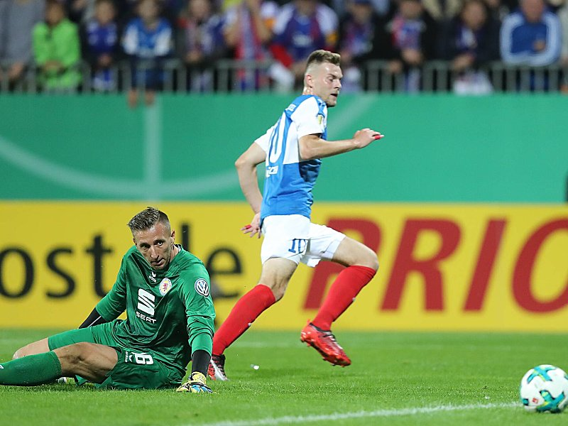 Siegtreffer Marvin Ducksch erzielt das 2:1 gegen Braunschweig