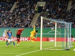 Schalke müht sich - Hertha gewinnt Chaos-Spiel