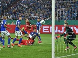 Bilder: Turbulentes Ende mit Tor und Rot - Bayern-Gala bei Bayer