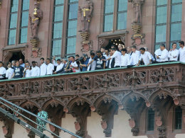 Eintracht-Profis: Mit Stolz am Römer empfangen