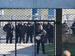 Polizei muss Warnschuss abgeben: Krawalle in Rostock