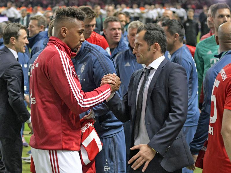 Handshake: Jerome Boateng und Hasan Salihamidzic.