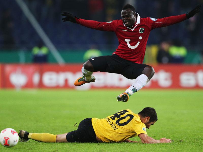 Didier Ya Konan überspringt Christian Fiel