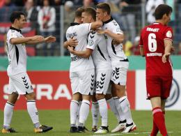 Petersen ärgert den Vater: Freiburg zieht sicher weiter