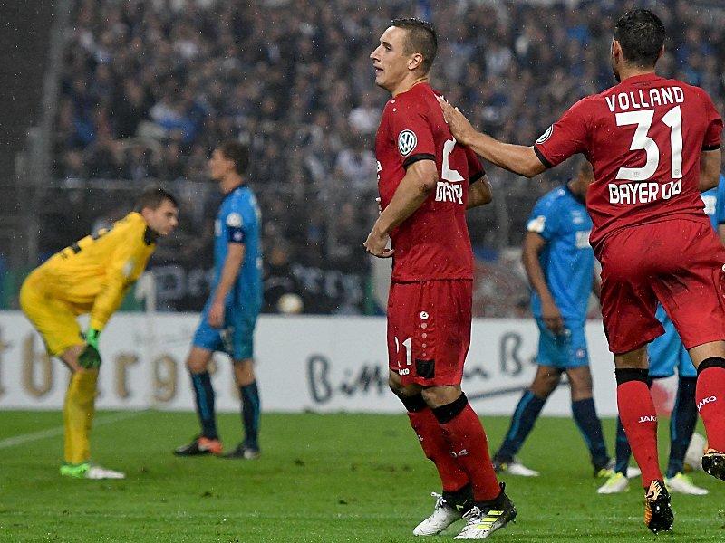 Fußball Leverkusen schlägt Karlsruhe erst in der Verlängerung