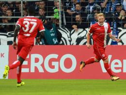 Joker Hennings bestraft zwei Bielefelder Schnitzer eiskalt