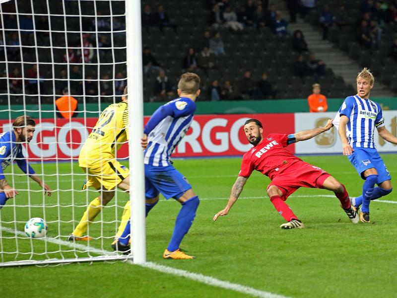 Hertha-Manager kündigt Konsequenzen nach geschmacklosen Fan-Plakaten an