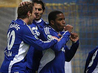 Fußball, DFB-Pokal, Schalke 04: Ivan Rakitic, Halil Altintop und Jefferson Farfan