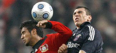 Arturo Vidal ist eher am Ball als Lucio