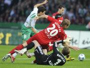 Özil gegen Sinkiewicz und Keeper Adler
