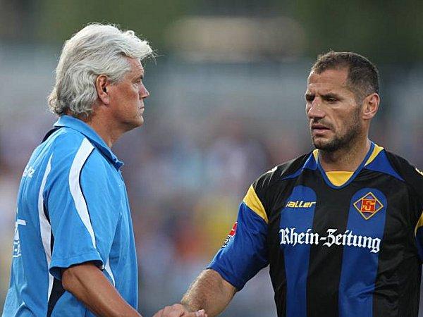Shefki Kuqi (re.) und TuS-Trainer Uwe Rapolder.