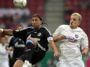 Schalkes Kapitän Marcelo Bordon gegen Sebastian Schoof