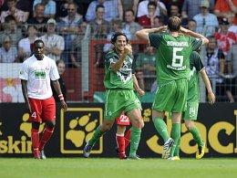 Neue Saison - gewohntes Bild: Wo Claudio Pizarro vorspielt, sind Tore nicht weit. gegen Ahlen gelang dem Peruaner das 1:0 für Werder.