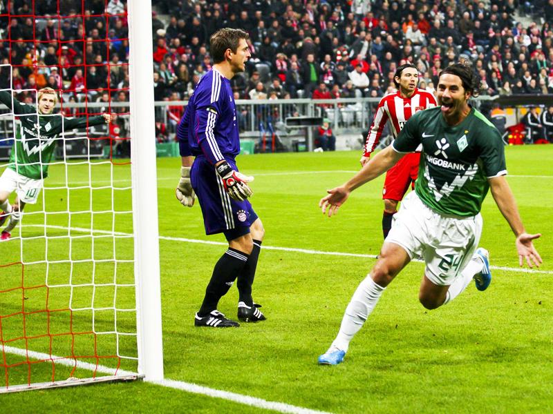 Perfekter Start: Schon nach 89 Sekunden traf Bremens Pizarro gegen seinen Ex-Klub FC Bayern.