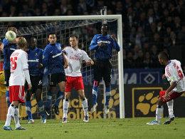 Dennis Aogo erzielt das 2:1