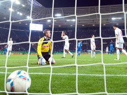 Da zappelt der Ball im Netz und Köln ist geschockt: Die Geißböcke sind nach dem 1:1-Ausgleich fruustiert.