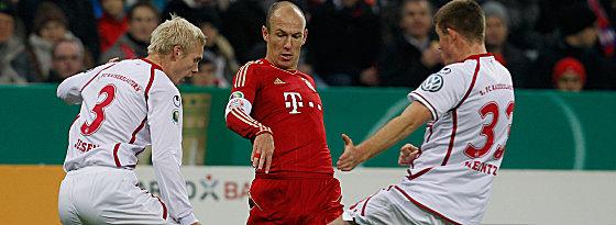 Bayerns Robben gegen Jessen und Heintz (re.)