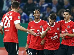 Müller kegelt Schalke aus dem Wettbewerb
