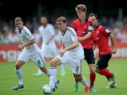 Oftmals einen Schritt voraus: Bayer Leverkusens Stefan Reinartz im Zweikampf mit Moritz Fritz