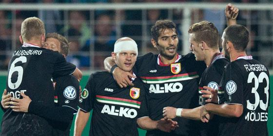 Tobias Werner mit Teamkollegen beim Torjubel