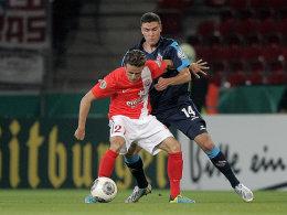 Mainz' Müller wird von Hector bedrängt