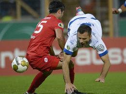 Stolperstein Siegen? Für den FSV Frankfurt und Edmond Kapllani (re., gegen Serkan Dalman) sah es zunächst nicht gut aus.