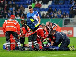 Musste kurz vor der Pause mit Verdacht auf Schleudertrauma ausgewechselt werden: Hoffenheims Torwart Jens Grahl.