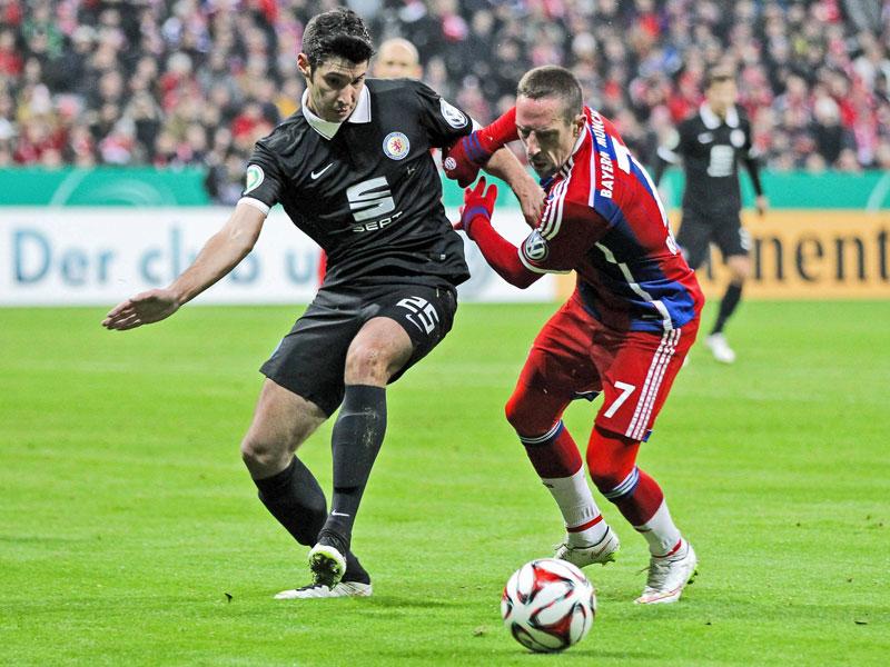 Ribery im Zweikampf mit Correia - der BTSV hielt beherzt dagegen.