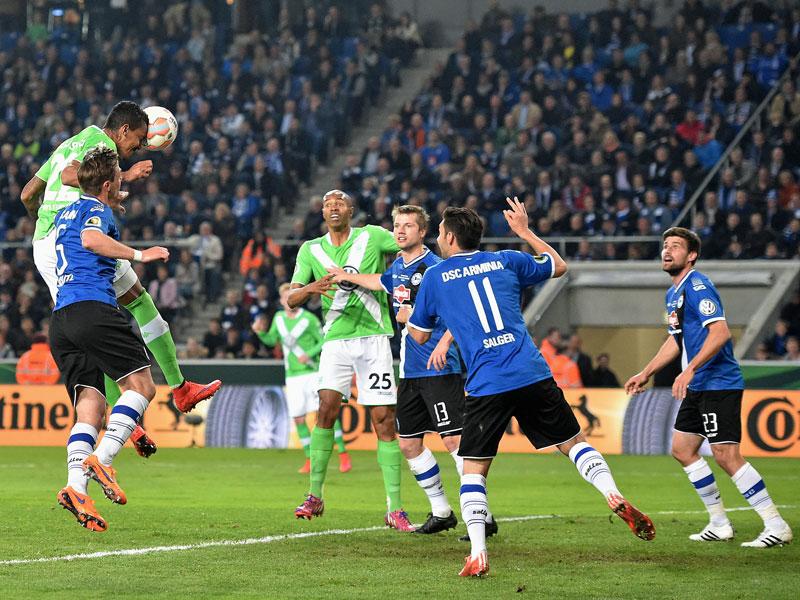 Der VfL legt nach: Luiz Gustavo verwertet Dosts Vorlage und stellt auf 2:0.