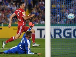 Lewandowski-Hattrick schickt Bayern in Runde 2
