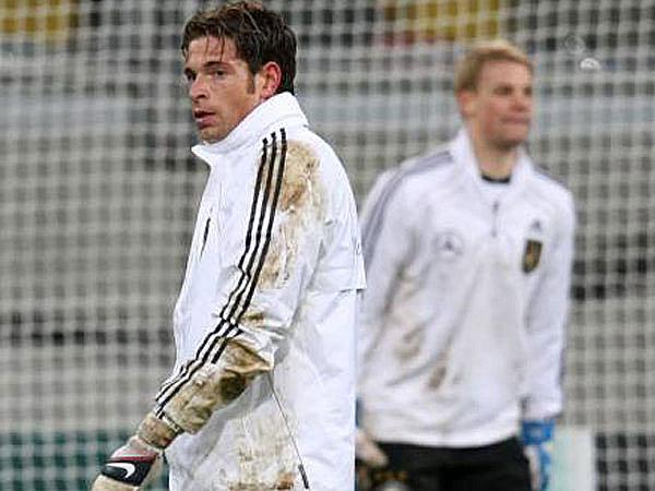 Konkurrenten: Tim Wiese (vo.) und Manuel Neuer