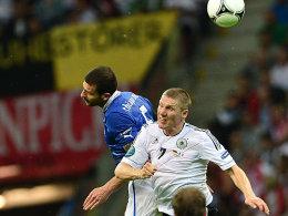 Wird sein Länderspielkonto nach längerer Sommerpause wieder aufstocken: Bastian Schweinsteiger, hier im EM-Halbfinale gegen Thiago Motta.