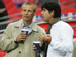 Wiedersehen: Joachim Löw testet mit seiner Elf gegen das US-Team von Jürgen Klinsmann (li.).