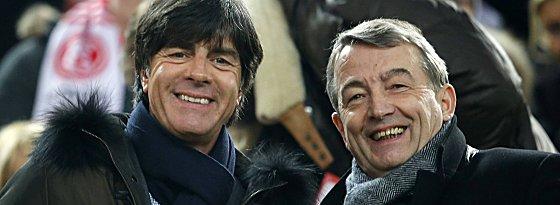 Der Länderspielkalender für das Jahr 2013 steht: Bundestrainer Joachim Löw und DFB-Präsident Wolfgang Niersbach.