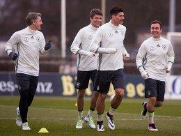 Spaß am Training: Bastian Schweinsteiger, Thomas Müller, Mario Gomez und Mario Götze (v.li.).