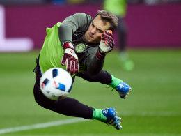 Lässt die Bälle bevorzugt an sich abprallen: Nationalkeeper Manuel Neuer denkt noch lange nicht ans Karriereende.