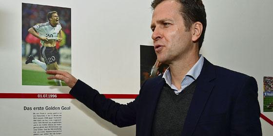 Sein vielleicht gr��ter Moment: Oliver Bierhoff und sein Golden Goal, hier beim Besuch in der kicker-Redaktion kurz vor der EM.