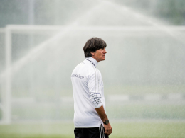 Özil fit und fröhlich - Löws überzeugter Auftritt in Luschniki