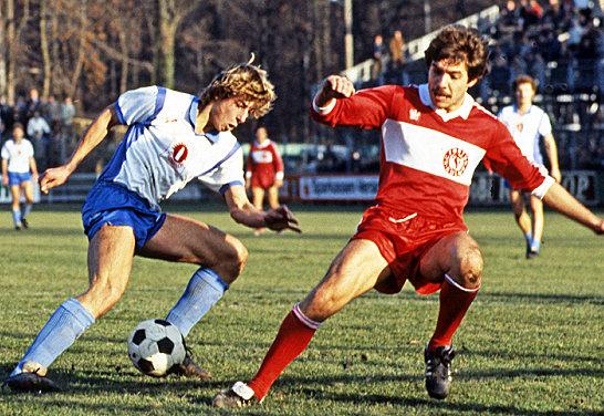 Von 1981 bis 1984 dribbelte J�rgen Klinsmann im Dress der Stuttgarter Kickers, hier links gegen Fortuna K�ln.