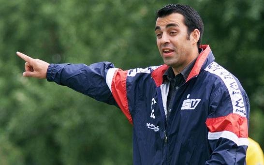 Nachdem Robin Dutt zun�chst noch Spielertrainer in Leonberg war und anschlie�end die zweite Mannschaft der TSF Ditzingen betreute, r�ckte er im Jahr 2000 als Cheftrainer in Ditzingen auf.