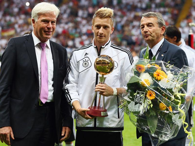 Rainer Holzschuh, Marco Reus und Wolfgang Niersbach (v.li.)