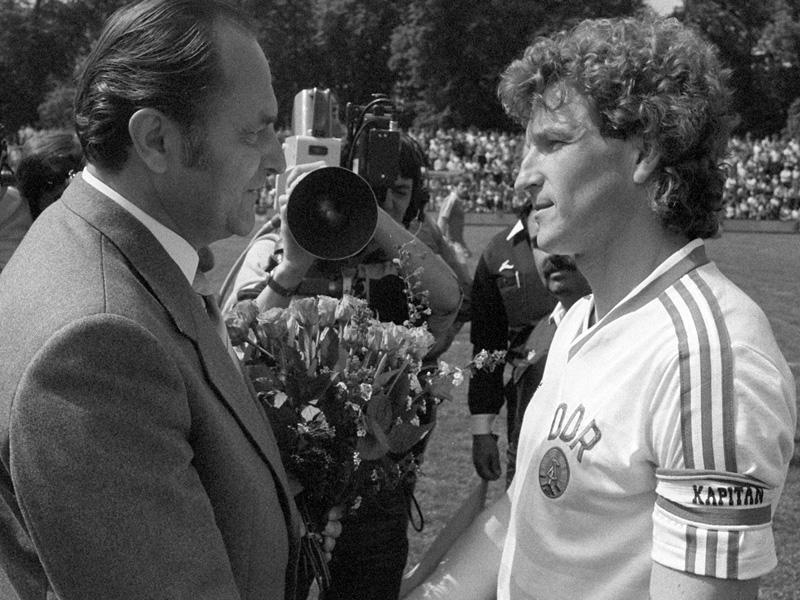 Podolski hört auf Platz drei auf - Anführer Matthäus