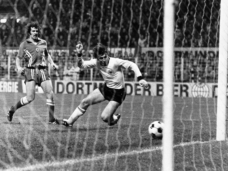 Müller schließt zu Bierhoff auf, Gomez überholt Möller