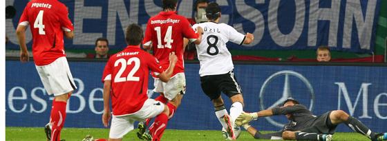 Özil auf dem Weg zum 2:0