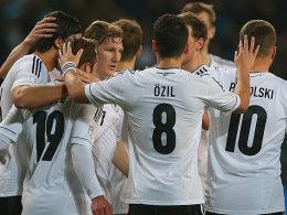 DFB-Elf bejubelt Treffer gegen Kasachstan