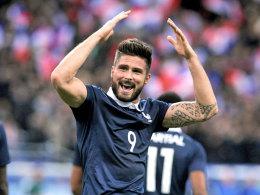 Jubelpose: Giroud traf für Frankreich zum 1:0 - nach herrlicher Vorarbeit von Martial.