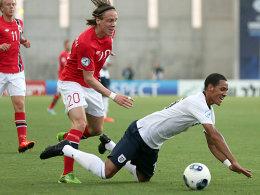 Norwegens Stefan Johansen (li.) gegen den Engländer Thomas Ince